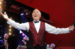 Bruce Forsyth – A Living Tribute: Nice To See You! Yes, Yes ItWas…