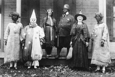 The World's Top 10 Awkward Halloween Photos 2016